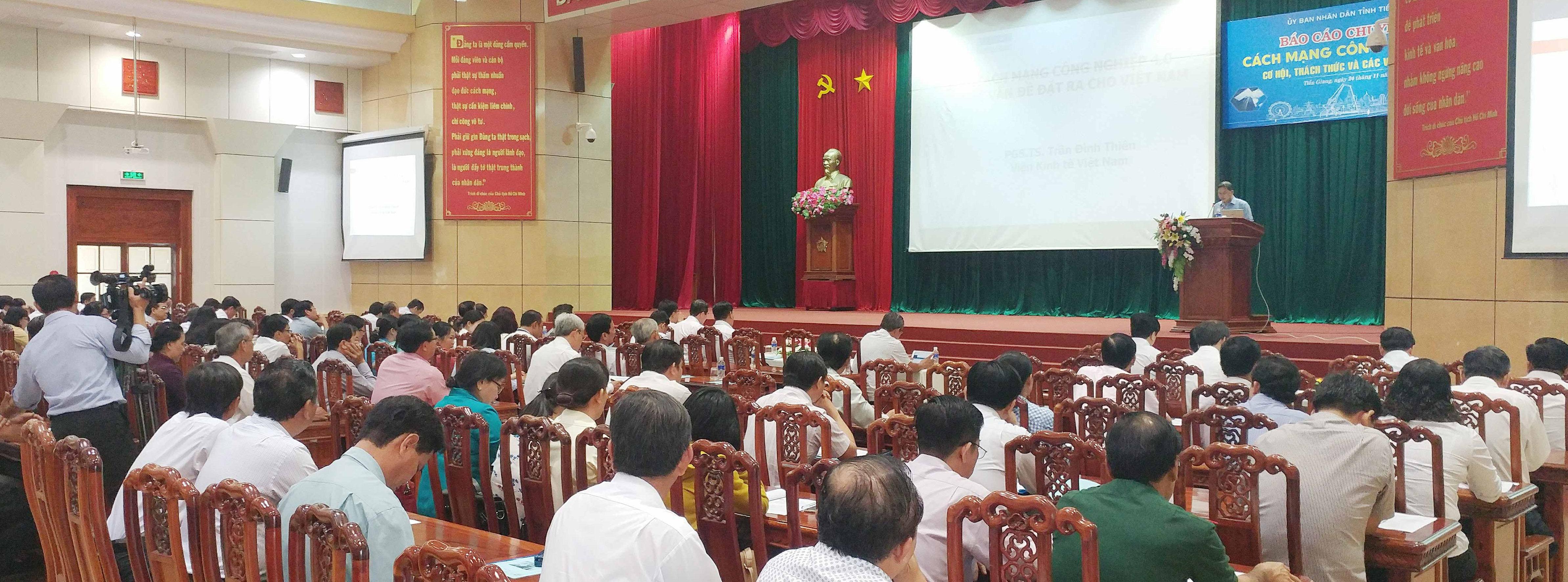 """Hội nghị báo cáo chuyên đề """"Cách mạng công nghiệp 4.0: Cơ hội, thách thức và các vấn đề đặt ra"""" cho cán bộ, công chức cấp tỉnh, cấp huyện và cấp xã tỉnh Tiền Giang"""